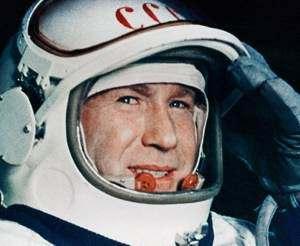 Svetlana Savítskaya,la primera mujer en pasear en el espacio  Leonov